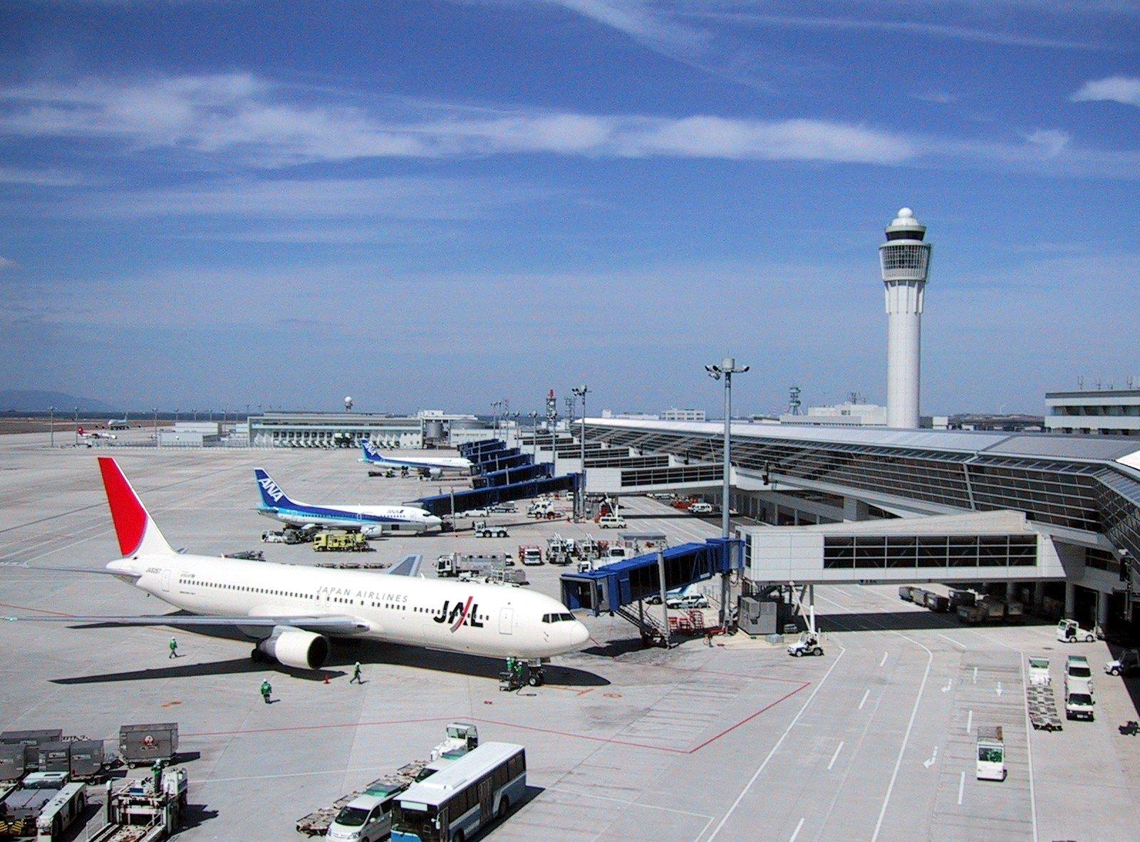 https://commons.wikimedia.org/wiki/File:Nagoya_Airport_view_from_promenade.jpg